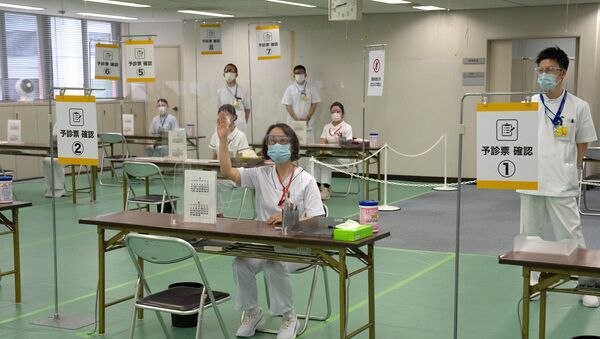 Nurses wait to process people arriving to receive the Moderna coronavirus disease (COVID-19) vaccine at the newly-opened mass vaccination centre in Tokyo - Sputnik International