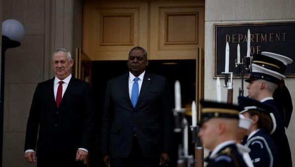 Israel's Defense Minister Benny Gantz and U.S. Defense Secretary Lloyd Austin stand together during an enhanced honor cordon for Gantz at the Pentagon in Arlington, Virginia, U.S., June 3, 2021 - Sputnik International