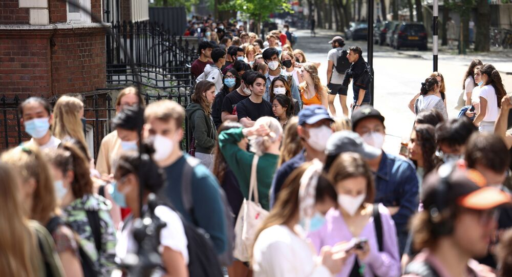 People queue outside a vaccination centre for young people and students at the Hunter Street Health Centre, amid the coronavirus disease (COVID-19) outbreak, in London, Britain, 5 June 2021