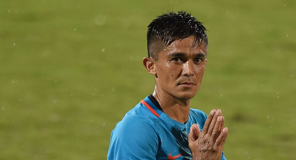 India's captain Sunil Chhetri (C) greets his team's supporters after winning the Hero Intercontinental Cup football match between India and Kenya, in Mumbai, on June 4, 2018.