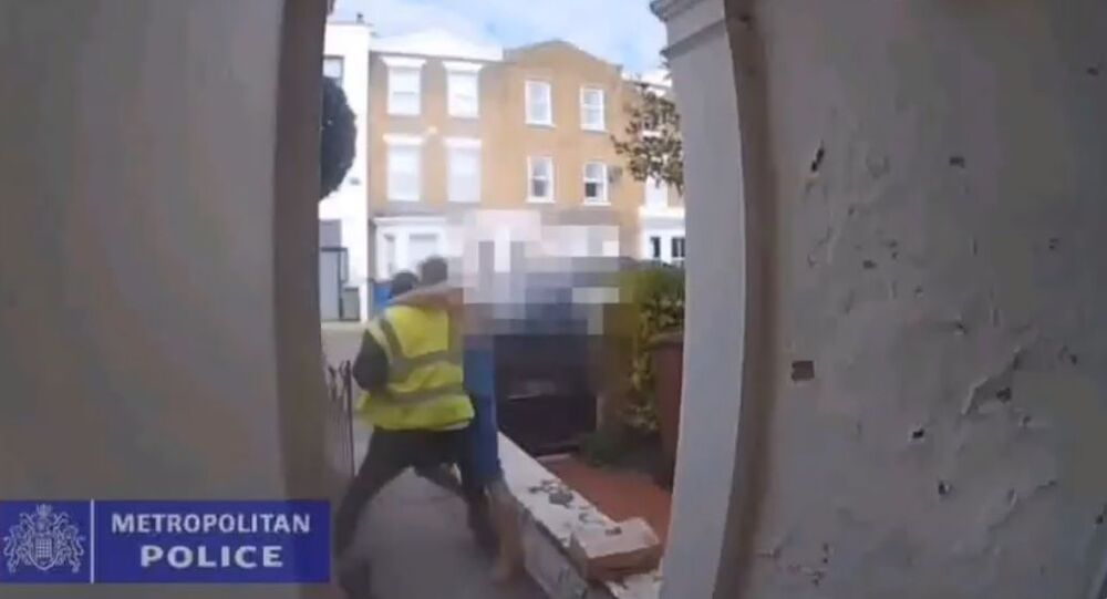 Man fights off fake delivery man.