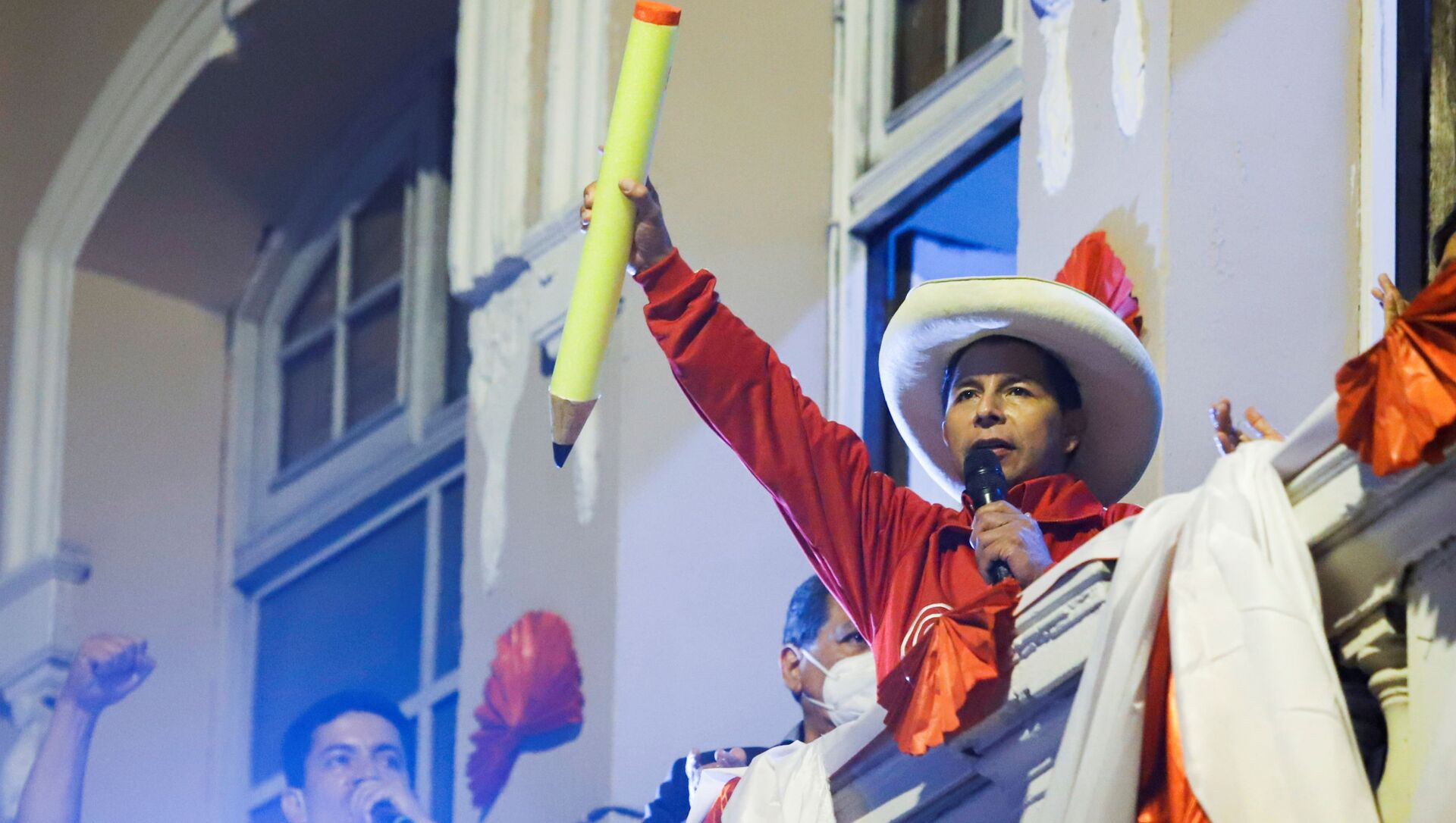 Peru's socialist presidential candidate Pedro Castillo addresses supporters at a final campaign event before a run-off election against right-wing candidate Keiko Fujimori on June 6, in Lima, Peru June 3, 2021. - Sputnik International, 1920, 18.06.2021