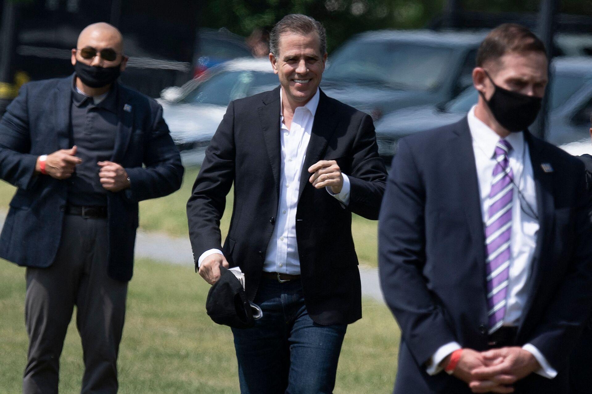 Hunter Biden walks to Marine One on the Ellipse outside the White House May 22, 2021, in Washington, DC. - Sputnik International, 1920, 07.09.2021