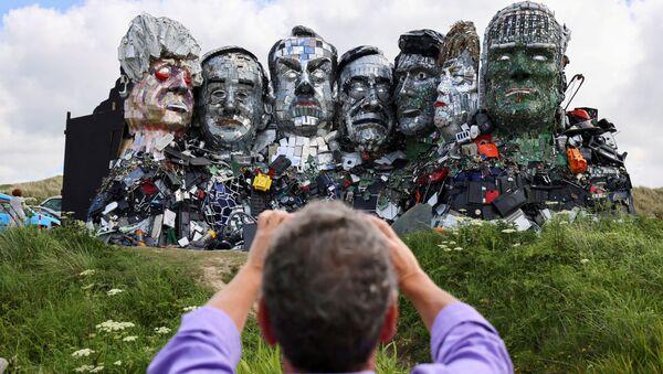 'Mount Recyclemore': Artist Sculpts G7 Leaders Out of Scrap Metal - Sputnik International
