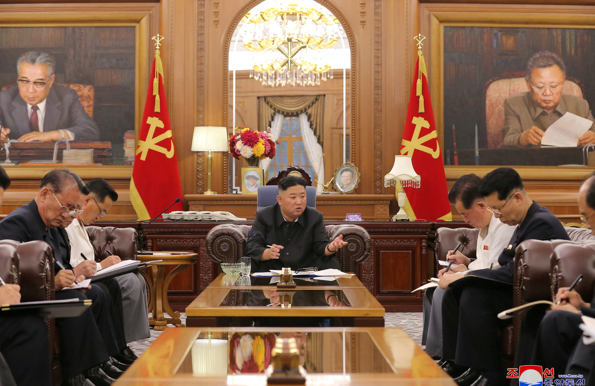 KCNA image of North Korean leader Kim Jong Un at a meeting with senior officials from the Workers' Party of Korea (WPK) Central Committee and Provincial Party Committees in Pyongyang, June 8, 2021. - Sputnik International, 1920, 07.09.2021