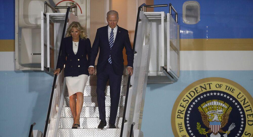 U.S. President Joe Biden and first lady Jill Biden disembark Air Force One upon arrival at Cornwall Airport Newquay, near Newquay, Cornwall, Britain June 9, 2021. REUTERS/Phil Noble/Pool