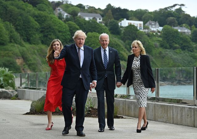 Britain's Prime Minister Boris Johnson (2L) and Britain's First Lady Carrie Johnson (L) walk with US President Joe Biden and US First Lady Jill Biden prior to a bi-lateral meeting at Carbis Bay, Cornwall on June 10, 2021