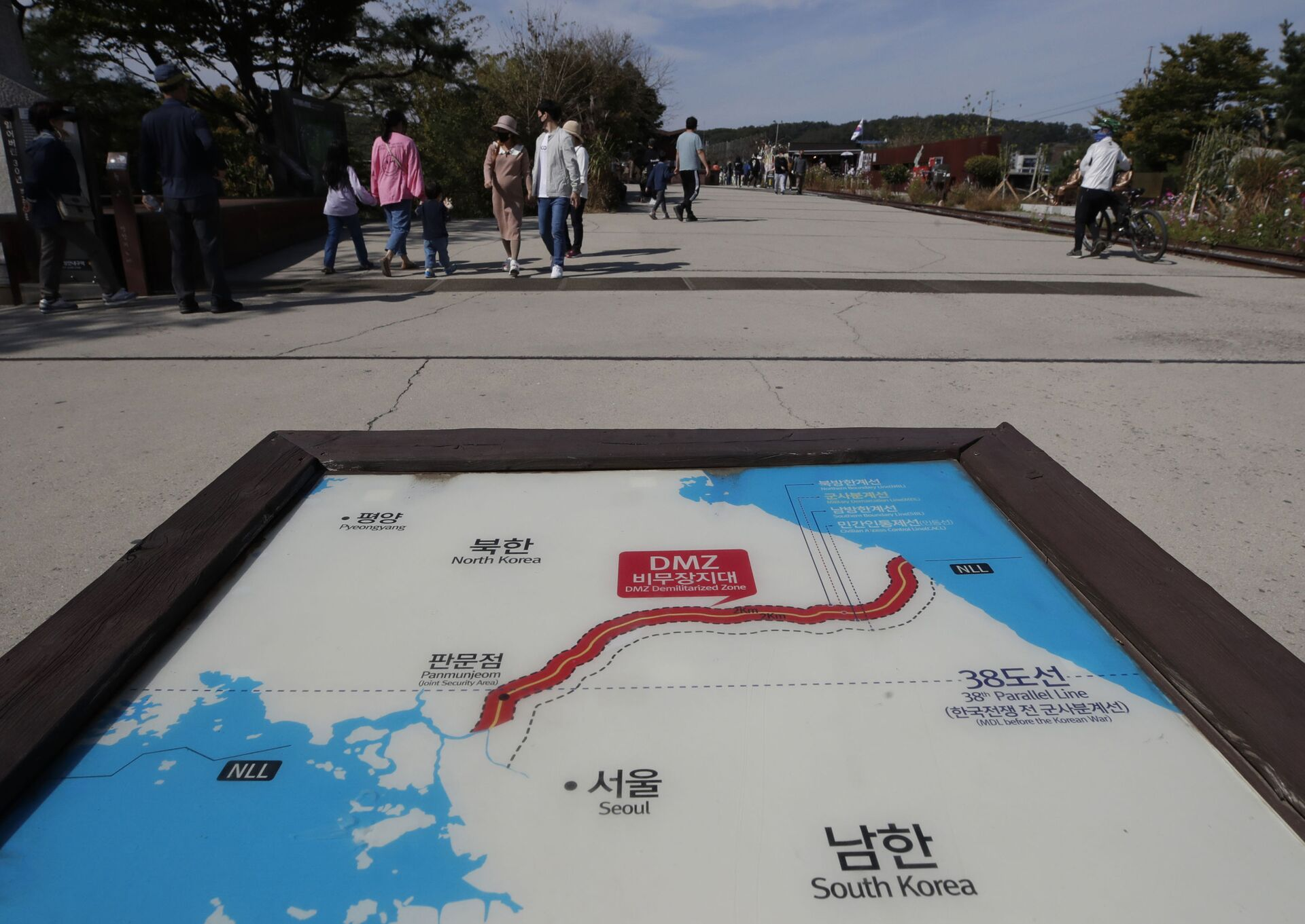 A map of two Koreas showing the Demilitarized Zone with North Korea's capital Pyongyang and South Korea's capital Seoul is seen at the Imjingak Pavilion in Paju, South Korea, Sunday, Oct. 11, 2020 - Sputnik International, 1920, 07.09.2021