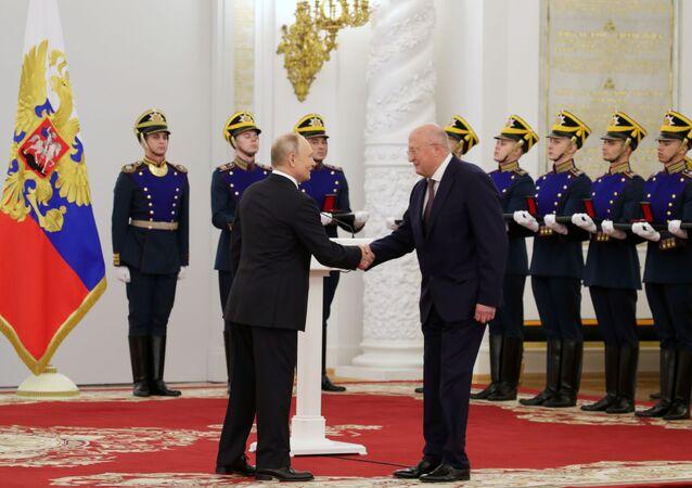 Putin Awards State Prizes to Sputnik V Developers