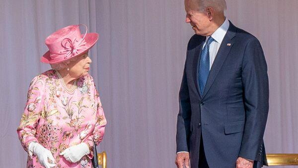 U.S.President Joe Biden stands next to Britain's Queen Elizabeth as they meet at Windsor Castle, in Windsor, Britain, June 13, 2021.  - Sputnik International