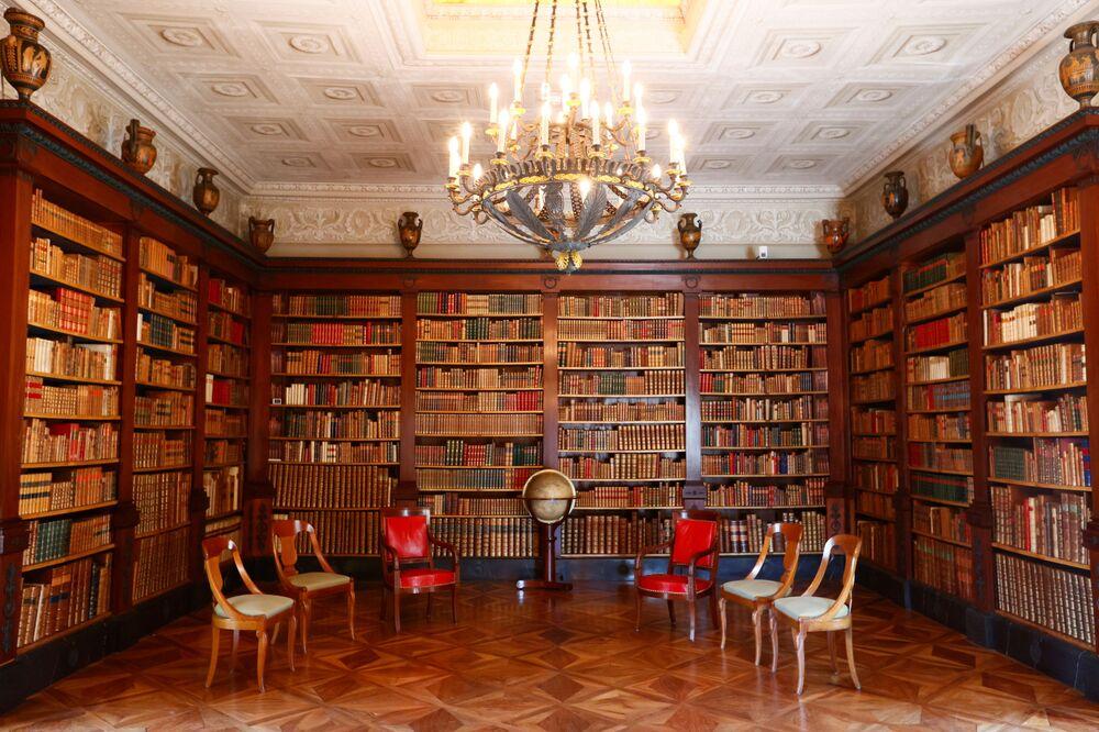 General view inside the library of Villa La Grange.