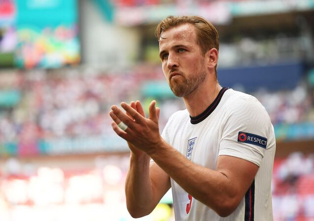 Soccer Football - Euro 2020 - Group D - England v Croatia - Wembley Stadium, London, Britain - June 13, 2021 England's Harry Kane applauds fans as he is substituted off