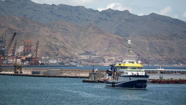 A Spanish vessel leaves the port of Santa Cruz de Tenerife on its way to search for missing Anna Gimeno Zimmermann. - Sputnik International