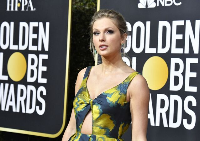 Taylor Swift attends the 77th Annual Golden Globe Awards at The Beverly Hilton Hotel on January 05, 2020 in Beverly Hills, California.