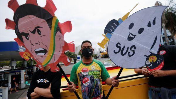 People participate in a protest against Brazil's President Jair Bolsonaro and his handling of the coronavirus disease (COVID-19) pandemic in Cuiaba, Brazil, June 19, 2021.  - Sputnik International