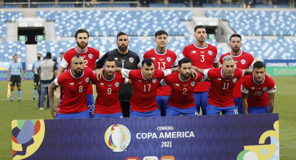 Soccer Football - Copa America 2021 - Group A - Chile v Bolivia - Arena Pantanal, Cuiaba, Brazil - June 18, 2021 Chile players pose for a team group photo before the match