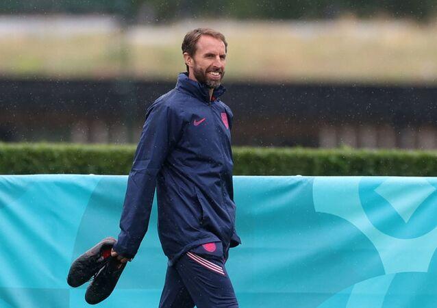 Soccer Football - Euro 2020 - England Training - Tottenham Hotspur Training Centre, London, Britain - June 21, 2021 England manager Gareth Southgate during training REUTERS/Carl Recine