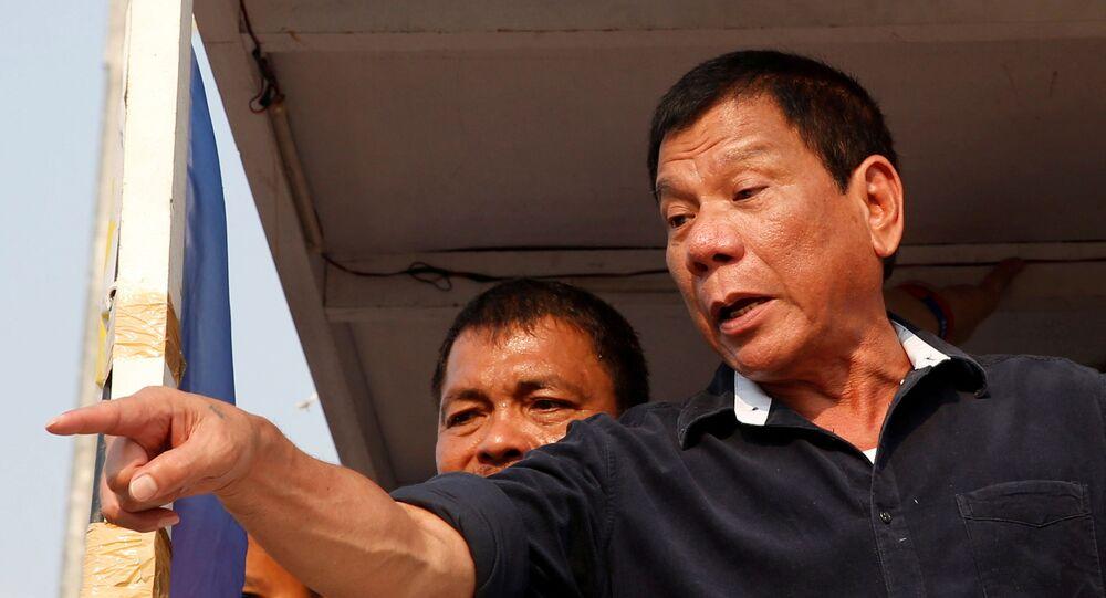 Presidential candidate Rodrigo Digong Duterte greets supporters during election campaigning in Malabon, Metro Manila in the Philippines April 27, 2016.    REUTERS/Erik De Castro/File Photo