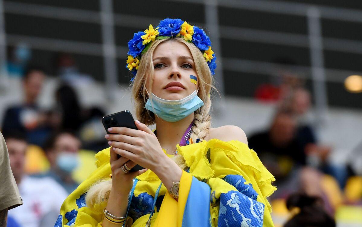 Gorgeous Female Fans Cheer National Teams at EURO 2020 - Sputnik International