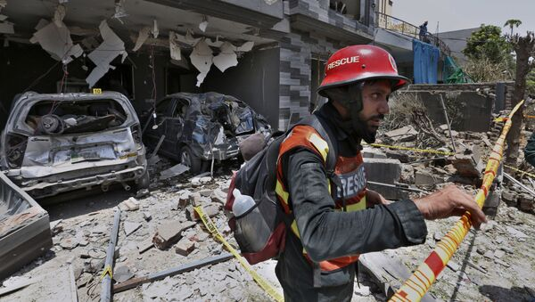 A rescue worker examine the site of explosion in Lahore, Pakistan, Wednesday, June 23, 2021 - Sputnik International