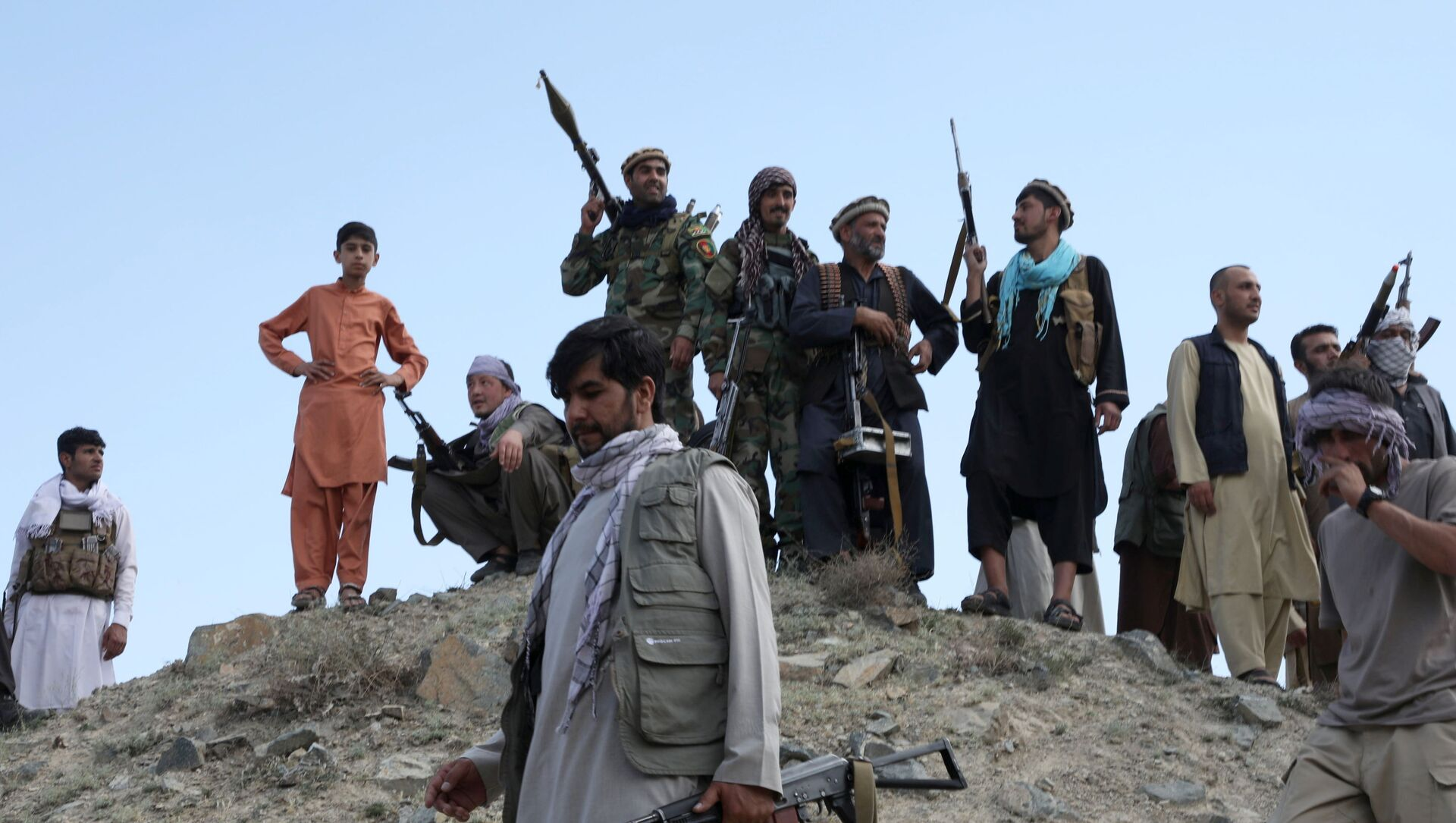 Armed men attend a gathering to announce their support for Afghan security forces and that they are ready to fight against the Taliban, on the outskirts of Kabul, Afghanistan June 23, 2021 - Sputnik International, 1920, 29.07.2021