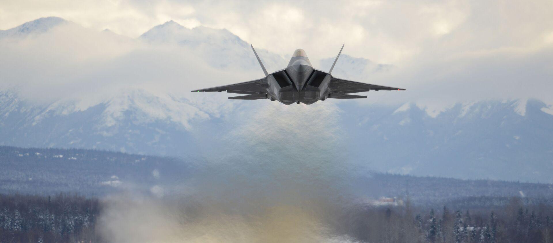 An Air Force F-22 Raptor assigned to the 3rd Wing flies over Joint Base Elmendorf-Richardson, Alaska, 27 February 2018. - Sputnik International, 1920, 26.07.2021