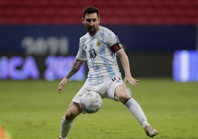 Soccer Football - Copa America 2021 - Group A - Argentina v Paraguay - Estadio Mane Garrincha, Brasilia, Brazil - 21 June 2021 Argentina's Lionel Messi in action