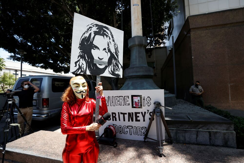 Gabriela Ruiz holding a sign protests in support of pop star Britney Spears.