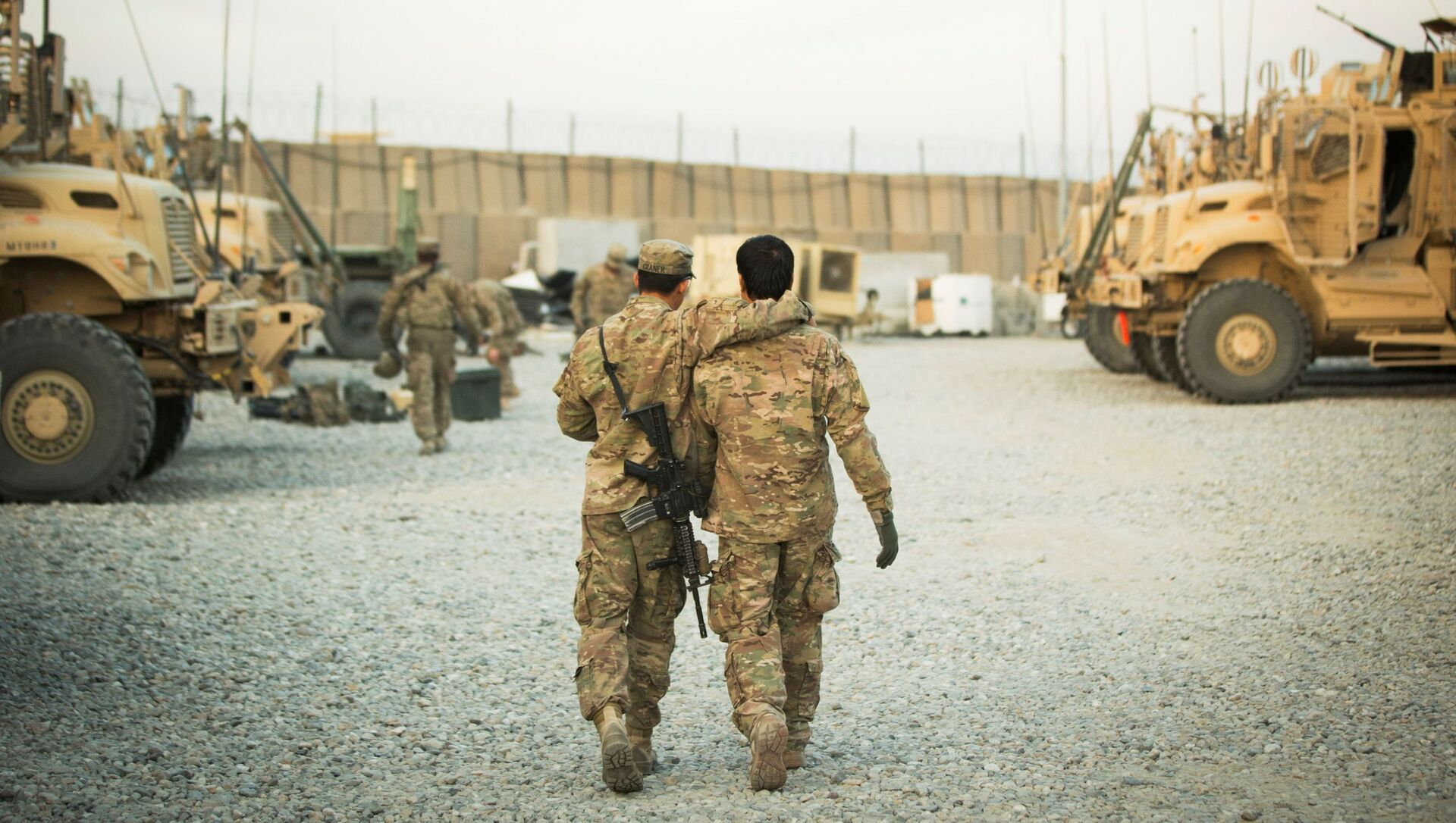 FILE PHOTO: A U.S. soldier from the 3rd Cavalry Regiment walks with the unit's Afghan interpreter before a mission near forward operating base Gamberi in the Laghman province of Afghanistan December 11, 2014. - Sputnik International, 1920, 25.06.2021