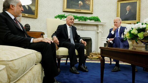 U.S. President Joe Biden meets with Afghan President Ashraf Ghani and Chairman of Afghanistan's High Council for National Reconciliation Abdullah Abdullah at the White House, in Washington, U.S., June 25, 2021. - Sputnik International