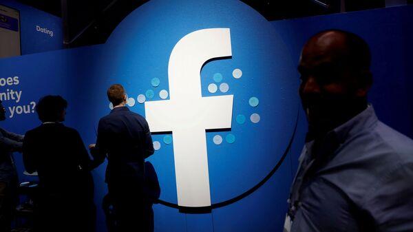 Attendees walk past a Facebook logo during Facebook Inc's F8 developers conference in San Jose - Sputnik International