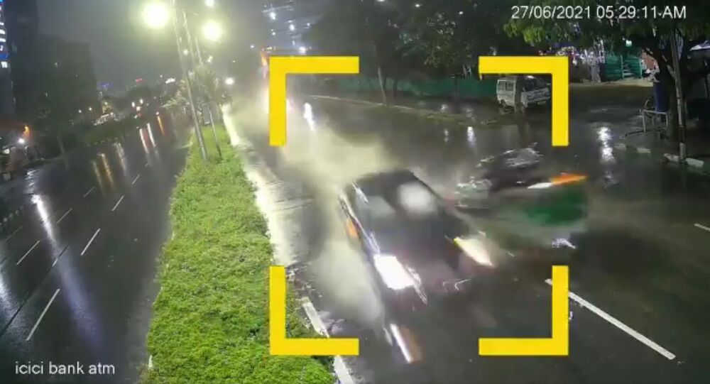 Audi car driven at reckless speed by drunk driver hit an auto killing one. The incident took place near Inorbit Mall under Cyberabad was captured on CCTV