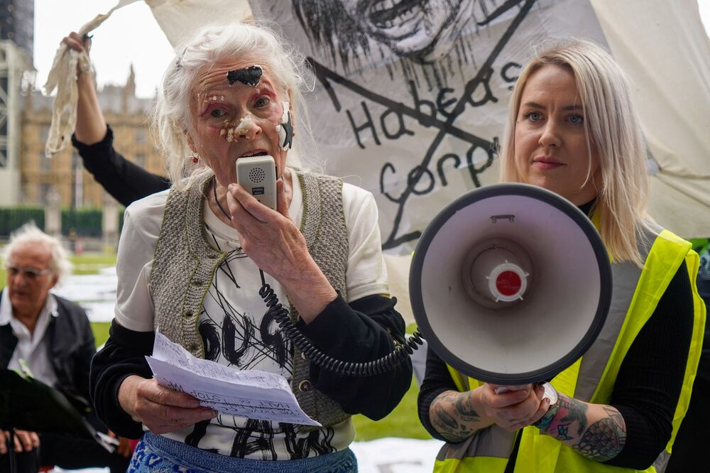 In January, UK district judge Vanessa Baraitser ruled not to extradite Assange to the United States, citing health reasons and the risk of suicide in the US prison system, but decided that he must wait in prison for the outcome of an appeal filed by US prosecutors.  Above: British designer Vivienne Westwood speaks after cutting a birthday.