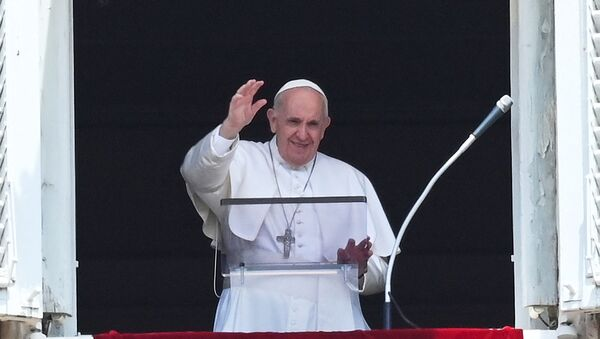 Pope Francis delivers the Sunday Angelus prayer from the window of his study overlooking St.Peter's Square at the Vatican on July 4, 2021. - Sputnik International