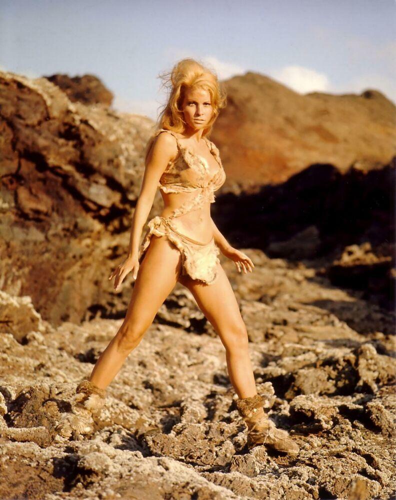 Bikini-clad Marina Foïs in the French comedy RRRrrrr!!!, 2004.