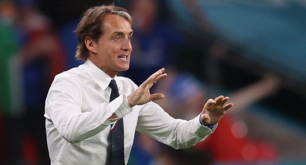 Soccer Football - Euro 2020 - Round of 16 - Italy v Austria - Wembley Stadium, London, Britain - June 26, 2021 Italy coach Roberto Mancini celebrates after Federico Chiesa scores their first goal