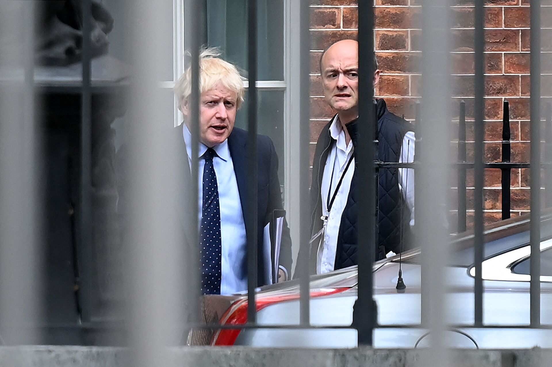 Britain's Prime Minister Boris Johnson (L) and his special advisor Dominic Cummings leave from the rear of Downing Street in central London on September 3, 2019, before heading to the Houses of Parliament - Sputnik International, 1920, 07.09.2021