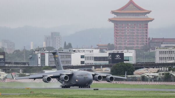 A U.S. military aircraft carrying a group of U.S. senators arrives at the Songshan Airport in Taipei, Taiwan on Sunday, June 6, 2021 - Sputnik International