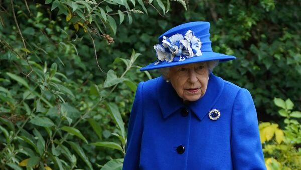 Britain's Queen Elizabeth II gestures during a visit to The Children's Wood Project in Glasgow on June 30, 2021 - Sputnik International