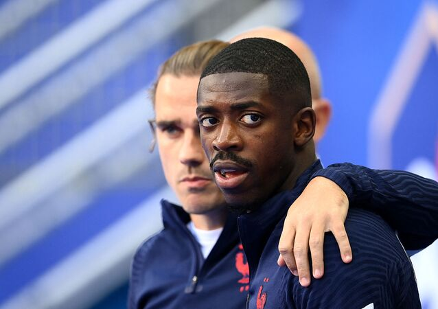 France's forward Antoine Griezmann (L) and France's forward Ousmane Dembele arrive for a training session at the Stade de France in Saint-Denis, north of Paris on June 7, 2021, on the eve of the friendly football match between France and Bulgaria