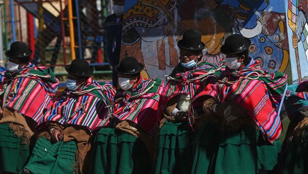 Aymara Indigenous women sit on the sidelines of a vaccination campaign against COVID-19 for people over age 50, on the border that connects  Desaguadero, Bolivia, with Desaguadero, Peru, Friday, May 21, 2021 - Sputnik International