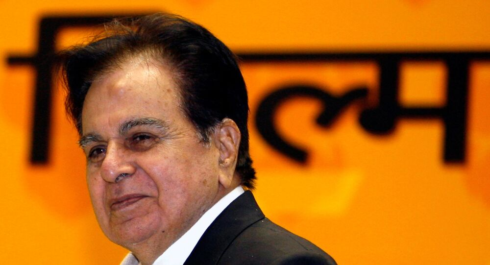 Bollywood star Dilip Kumar smiles after receiving a lifetime achievement award from India's President Pratibha Patil (unseen) during the 54th national film awards ceremony in New Delhi September 2, 2008.