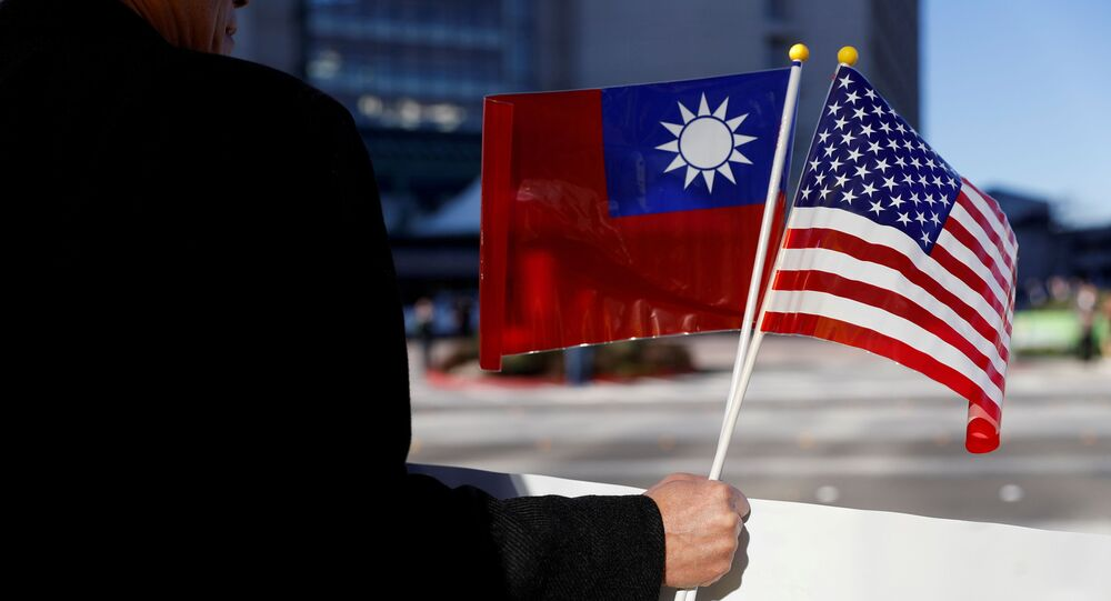 A demonstrator holds flags of Taiwan and the United States in support of Taiwanese President Tsai Ing-wen during an stop-over after her visit to Latin America in Burlingame, California, U.S., January 14, 2017. REUTERS/Stephen Lam/File Photo
