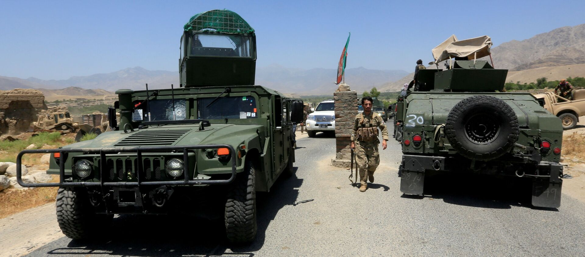 Afghan National Army (ANA) soldiers patrol the area near a checkpoint recaptured from the Taliban, in the Alishing district of Laghman province, Afghanistan, 8 July 2021 - Sputnik International, 1920, 17.07.2021