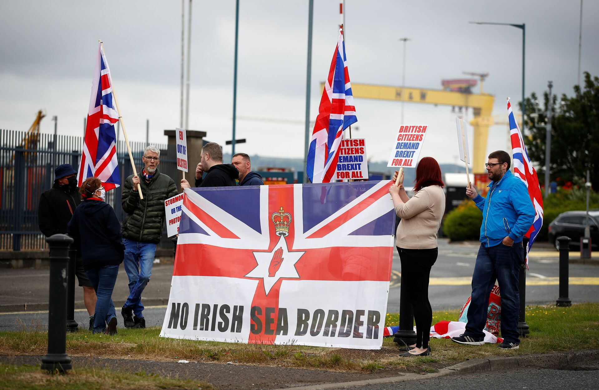 Loyalists protest against the Northern Ireland Brexit protocol at Belfast Harbour Estate, in Belfast, Northern Ireland, July 3, 2021 - Sputnik International, 1920, 09.09.2021