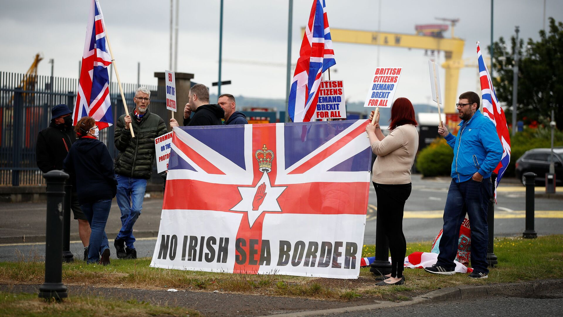 Loyalists protest against the Northern Ireland Brexit protocol at Belfast Harbour Estate, in Belfast, Northern Ireland, July 3, 2021 - Sputnik International, 1920, 14.09.2021