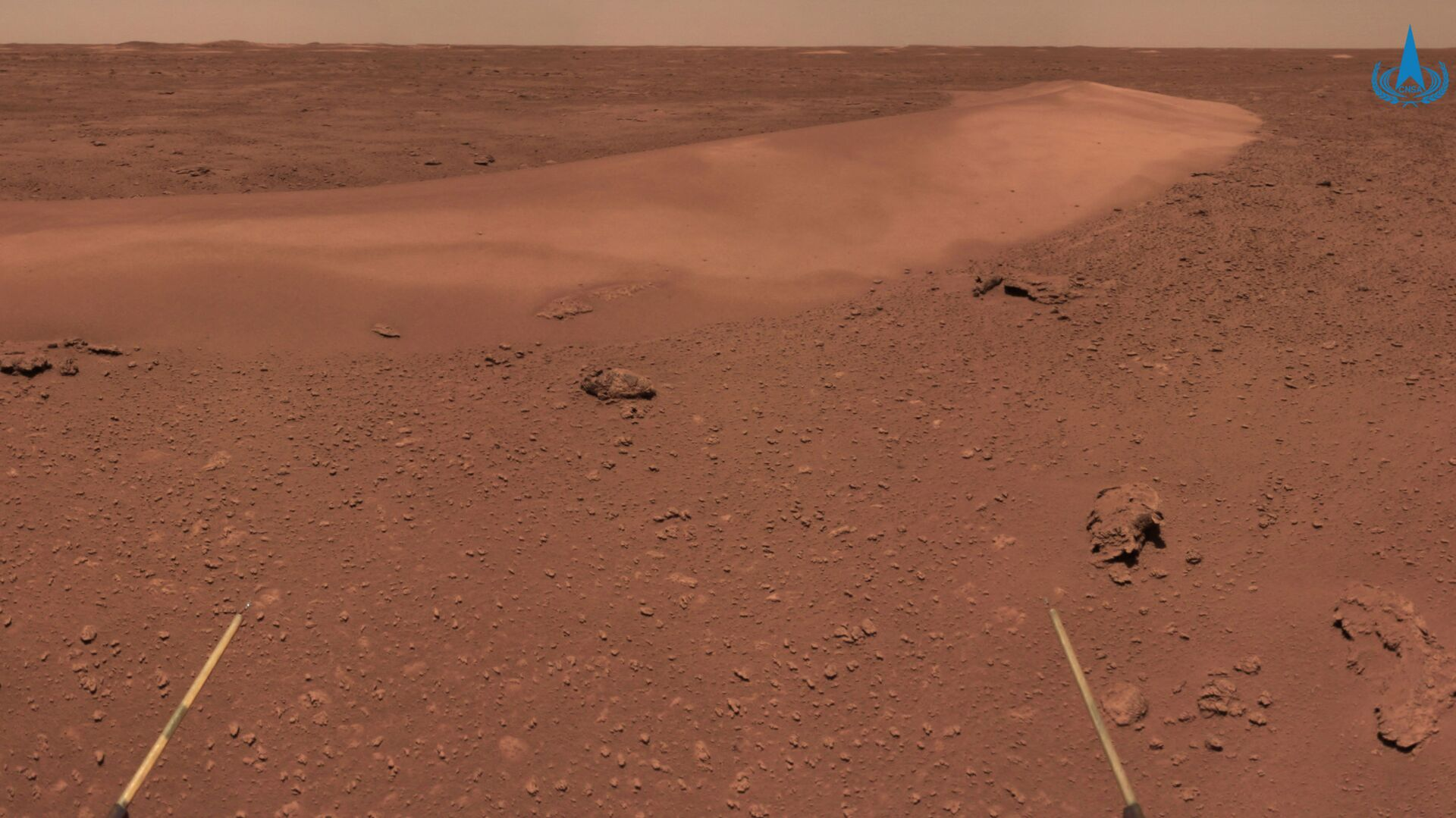 This handout photograph taken on June 26, 2021 and released on July 9, 2021 by the China National Space Administration (CNSA) shows the surface of Mars taken from China's Zhurong Mars rover. - Sputnik International, 1920, 10.09.2021