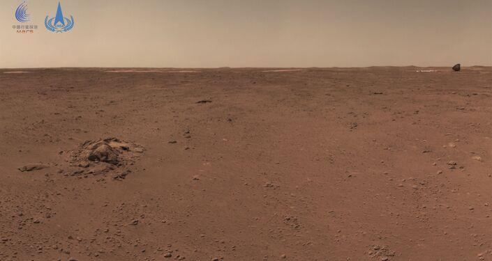 Esta foto tomada por la Administración Nacional del Espacio de China (CNSA) el 4 de julio de 2021 և publicada el 9 de julio de 2021 muestra la superficie de Marte tomada del astronauta chino hur urong.
