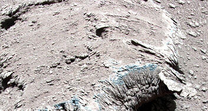 Esta foto sin fecha, publicada por la Administración Nacional del Espacio de China (CNSA) el 9 de julio de 2021, muestra rocas en la superficie de Marte hechas por un astronauta chino.
