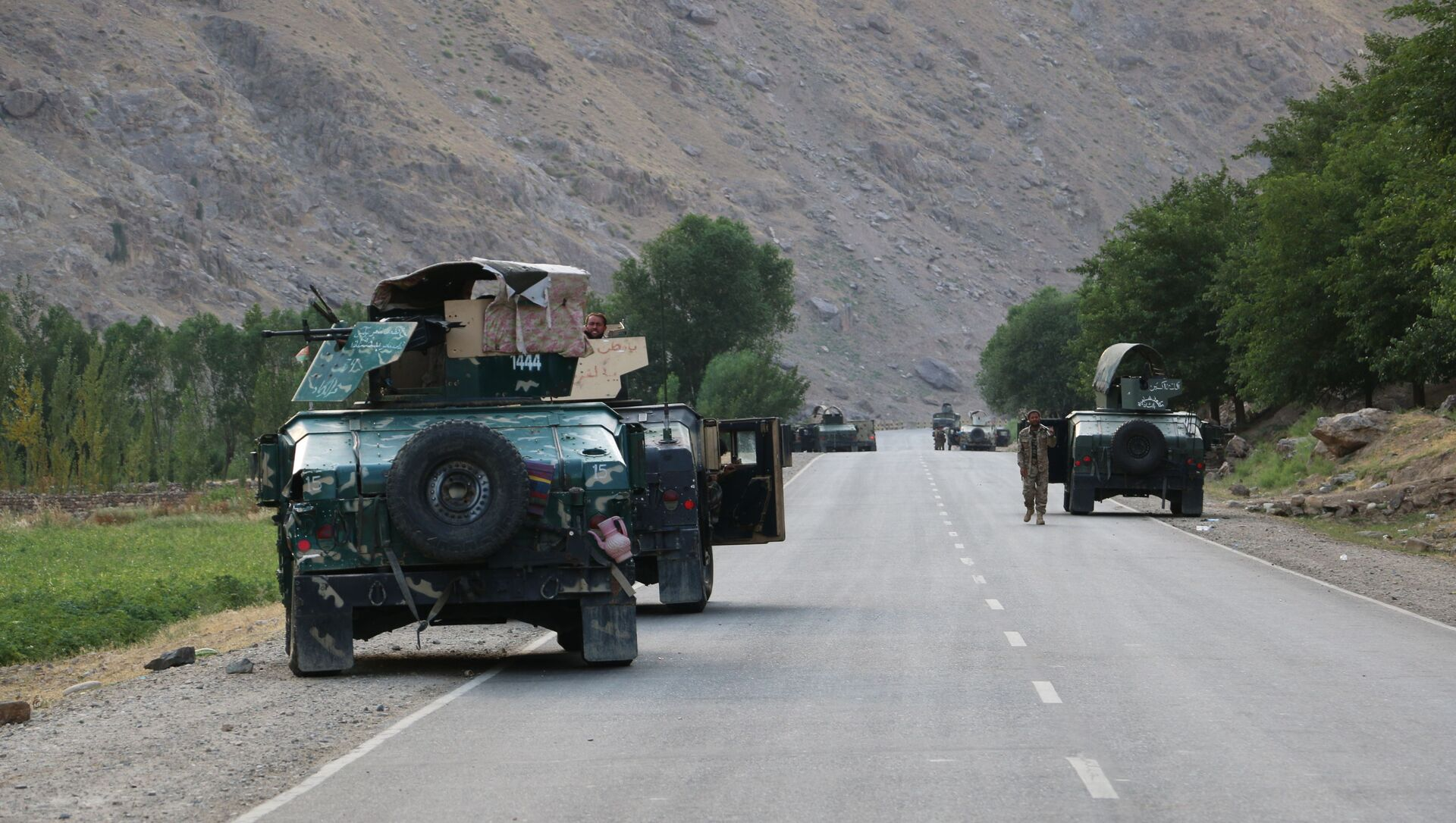 Afghan soldiers pause on a road at the front line of fighting between Taliban and Security forces,  near the city of Badakhshan, northern Afghanistan, Sunday, July. 4, 2021. - Sputnik International, 1920, 03.08.2021